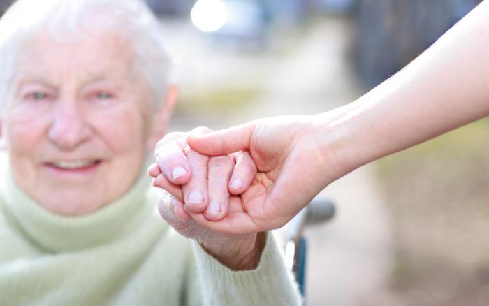 Initiatives en faveur des personnes âgées